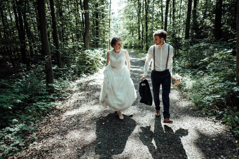 Zelthochzeit-Inspiration-Hochzeitsreportage-natürlich-Hessenhof-Coburg-Oberfranken-Aachen-Hochzeitsfotograf-Kevin Biberbach-KEVIN Fotografie-Junebug-Hochzeitswahn-103.jpg
