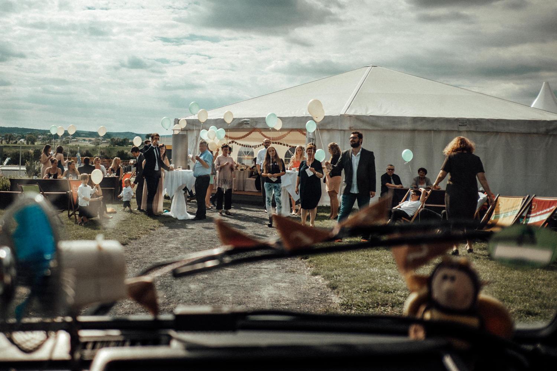 Zelthochzeit-Inspiration-Hochzeitsreportage-natürlich-Hessenhof-Coburg-Oberfranken-Aachen-Hochzeitsfotograf-Kevin Biberbach-KEVIN Fotografie-Junebug-Hochzeitswahn-107.jpg