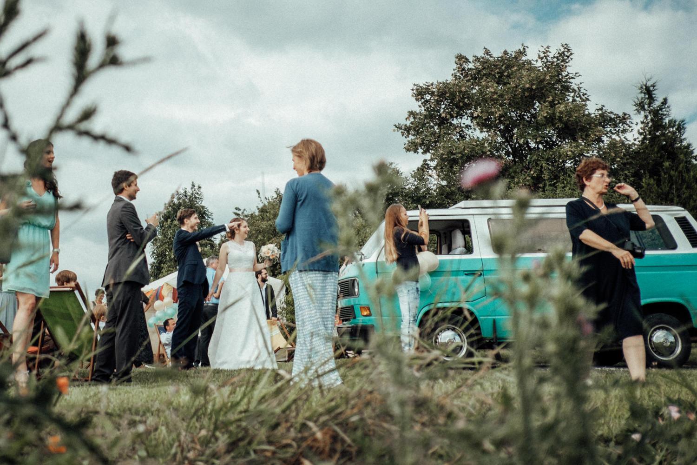 Zelthochzeit-Inspiration-Hochzeitsreportage-natürlich-Hessenhof-Coburg-Oberfranken-Aachen-Hochzeitsfotograf-Kevin Biberbach-KEVIN Fotografie-Junebug-Hochzeitswahn-110.jpg
