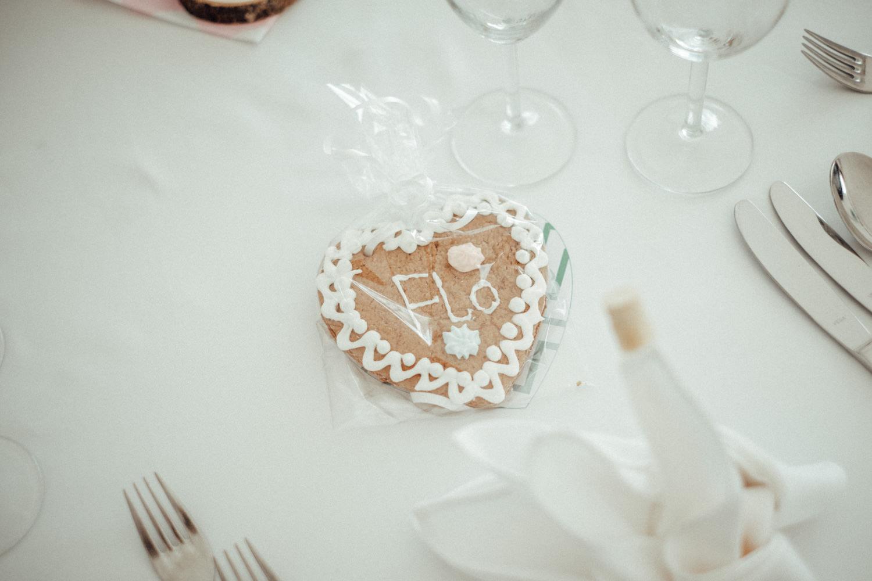 Zelthochzeit-Inspiration-Hochzeitsreportage-natürlich-Hessenhof-Coburg-Oberfranken-Aachen-Hochzeitsfotograf-Kevin Biberbach-KEVIN Fotografie-Junebug-Hochzeitswahn-112.jpg