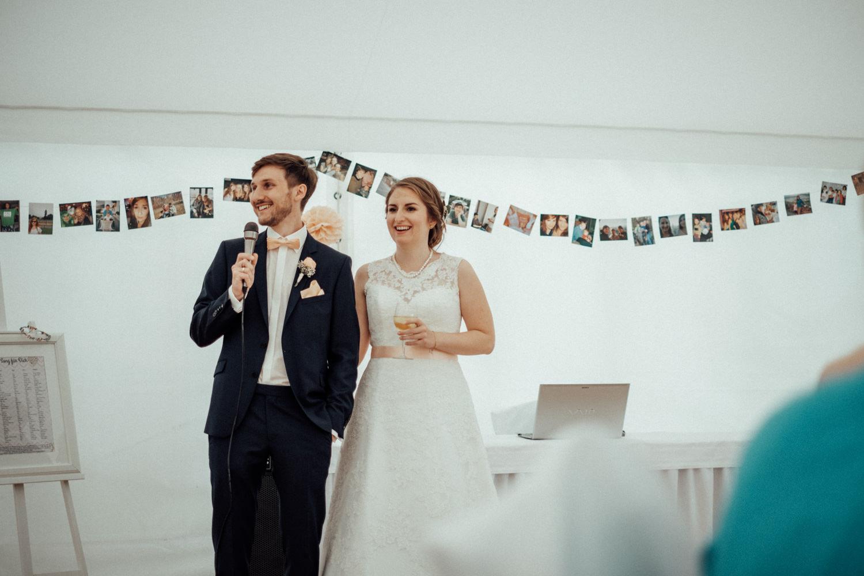 Zelthochzeit-Inspiration-Hochzeitsreportage-natürlich-Hessenhof-Coburg-Oberfranken-Aachen-Hochzeitsfotograf-Kevin Biberbach-KEVIN Fotografie-Junebug-Hochzeitswahn-118.jpg