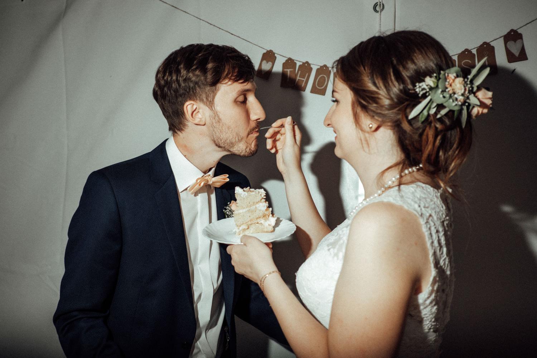 Zelthochzeit-Inspiration-Hochzeitsreportage-natürlich-Hessenhof-Coburg-Oberfranken-Aachen-Hochzeitsfotograf-Kevin Biberbach-KEVIN Fotografie-Junebug-Hochzeitswahn-135.jpg