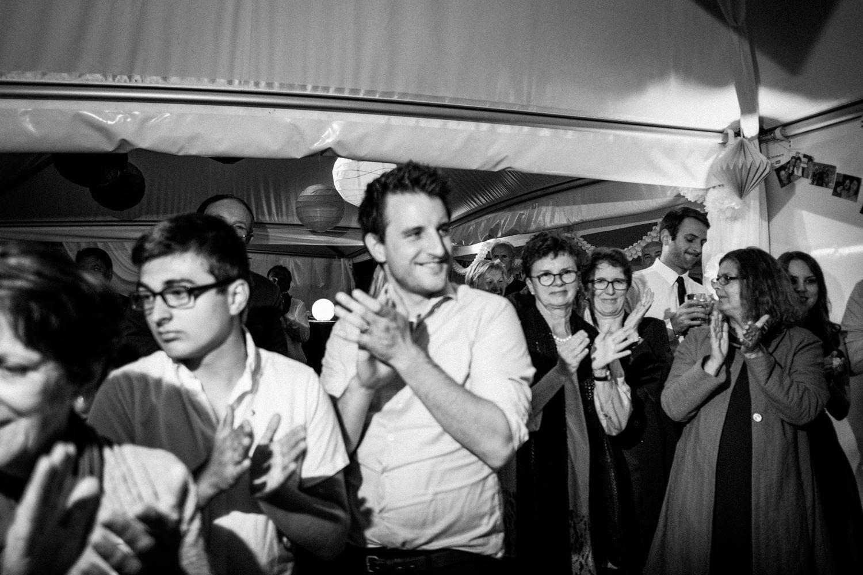 Zelthochzeit-Inspiration-Hochzeitsreportage-natürlich-Hessenhof-Coburg-Oberfranken-Aachen-Hochzeitsfotograf-Kevin Biberbach-KEVIN Fotografie-Junebug-Hochzeitswahn-137.jpg