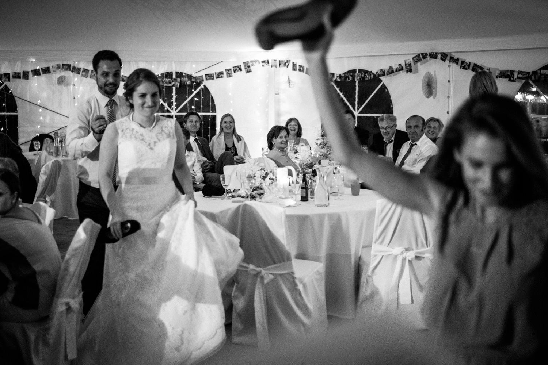 Zelthochzeit-Inspiration-Hochzeitsreportage-natürlich-Hessenhof-Coburg-Oberfranken-Aachen-Hochzeitsfotograf-Kevin Biberbach-KEVIN Fotografie-Junebug-Hochzeitswahn-144.jpg