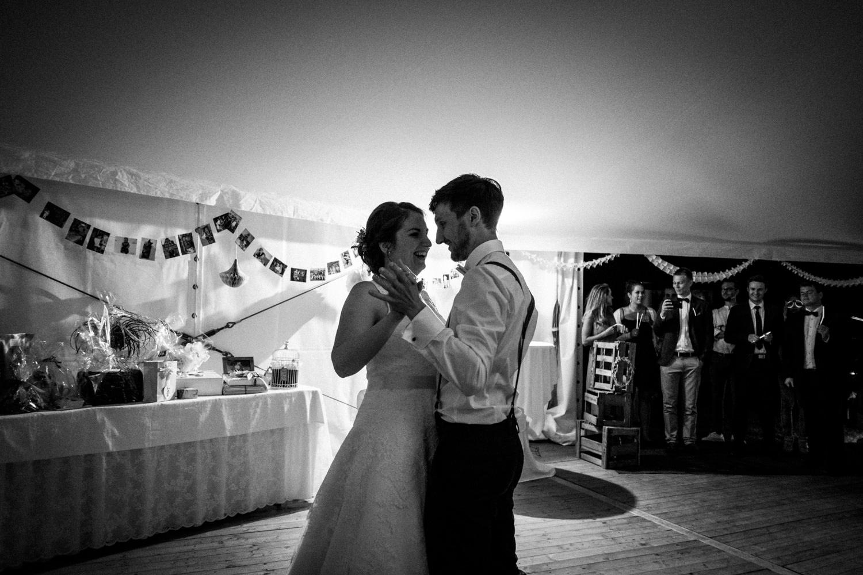 Zelthochzeit-Inspiration-Hochzeitsreportage-natürlich-Hessenhof-Coburg-Oberfranken-Aachen-Hochzeitsfotograf-Kevin Biberbach-KEVIN Fotografie-Junebug-Hochzeitswahn-147.jpg