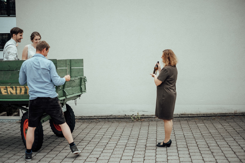Zelthochzeit-Inspiration-Hochzeitsreportage-natürlich-Hessenhof-Coburg-Oberfranken-Aachen-Hochzeitsfotograf-Kevin Biberbach-KEVIN Fotografie-Junebug-Hochzeitswahn-001-4.jpg