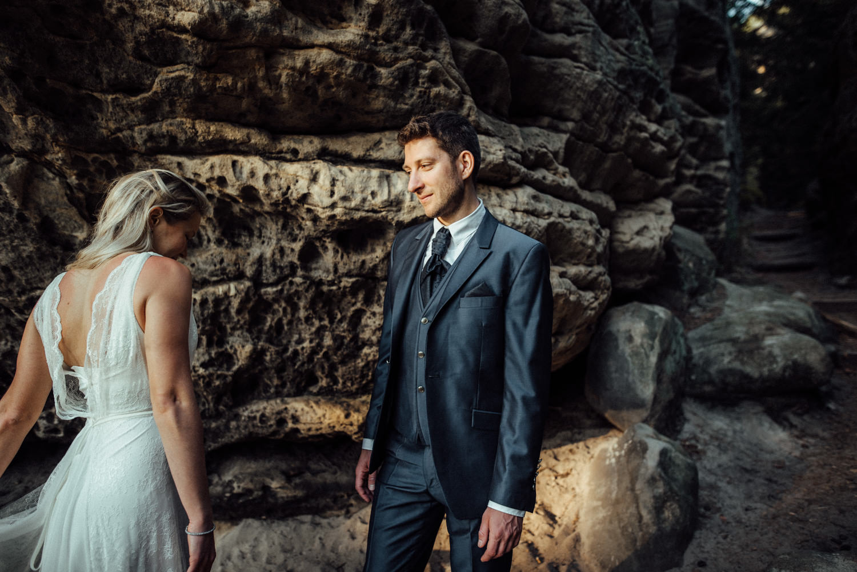 Elopement-After Wedding Shooting-Hochzeitsreportage-Böhmische Schweiz-Sächsische Schweiz-Inspiration-Hochzeitsfotograf-Aachen-Kevin Biberbach-KEVIN Fotografie-Fujifilm-Hochzeitswahn-Hochzeit-47.jpg