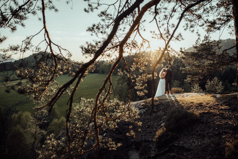 Elopement-After Wedding Shooting-Hochzeitsreportage-Böhmische Schweiz-Sächsische Schweiz-Inspiration-Hochzeitsfotograf-Aachen-Kevin Biberbach-KEVIN Fotografie-Fujifilm-Hochzeitswahn-Hochzeit-67.jpg