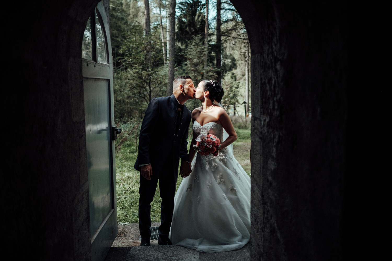 Hochzeitsfotograf-Hochzeitsreportage-Neustadt bei Coburg-Oberfranken-Bayern-Staffelstein-Banzer Wald-Kevin Biberbach-KEVIN Fotografie-Fujifilm-Schlosskirche Ehrenburg-Coburg-043.jpg