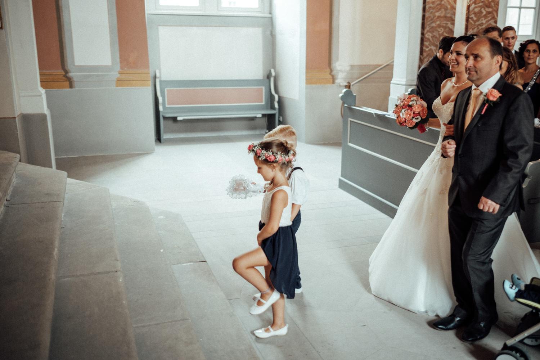 Hochzeitsfotograf-Hochzeitsreportage-Neustadt bei Coburg-Oberfranken-Bayern-Staffelstein-Banzer Wald-Kevin Biberbach-KEVIN Fotografie-Fujifilm-Schlosskirche Ehrenburg-Coburg-062.jpg