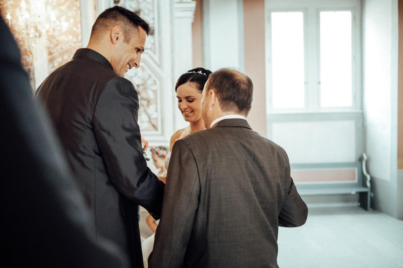 Hochzeitsfotograf-Hochzeitsreportage-Neustadt bei Coburg-Oberfranken-Bayern-Staffelstein-Banzer Wald-Kevin Biberbach-KEVIN Fotografie-Fujifilm-Schlosskirche Ehrenburg-Coburg-063.jpg