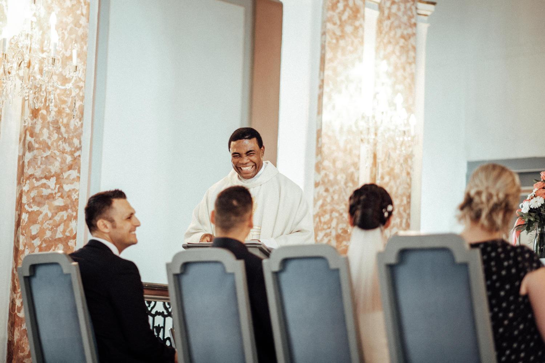 Hochzeitsfotograf-Hochzeitsreportage-Neustadt bei Coburg-Oberfranken-Bayern-Staffelstein-Banzer Wald-Kevin Biberbach-KEVIN Fotografie-Fujifilm-Schlosskirche Ehrenburg-Coburg-066.jpg