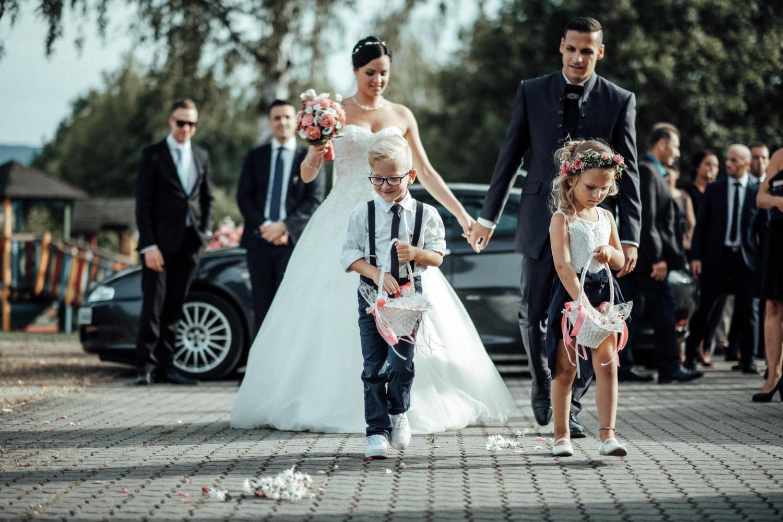 Hochzeitsfotograf-Hochzeitsreportage-Neustadt bei Coburg-Oberfranken-Bayern-Staffelstein-Banzer Wald-Kevin Biberbach-KEVIN Fotografie-Fujifilm-Schlosskirche Ehrenburg-Coburg-091.jpg