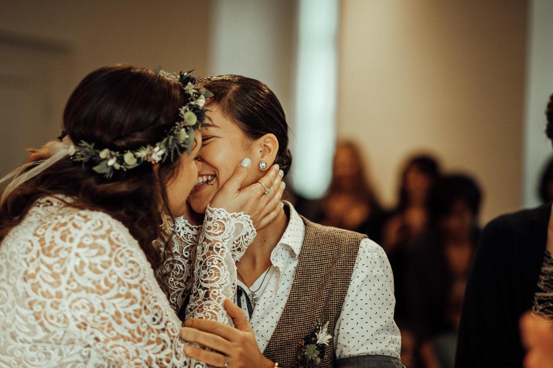 Hochzeitsfotos-Aachen-Hochzeitsfotograf-Aachen-Köln-NRW-Bonn-Top-Hochzeitsfotografen-Reportage-Gleichgeschlechtlich-Winterhochzeit-Kevin Biberbach-KEVIN Fotografie-062.jpg