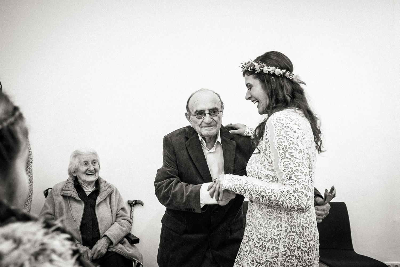 Hochzeitsfotos-Aachen-Hochzeitsfotograf-Aachen-Köln-NRW-Bonn-Top-Hochzeitsfotografen-Reportage-Gleichgeschlechtlich-Winterhochzeit-Kevin Biberbach-KEVIN Fotografie-099.jpg