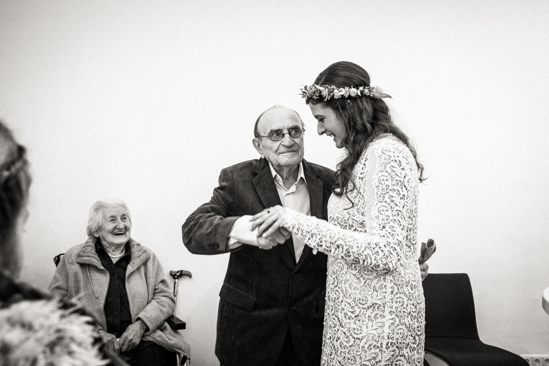Hochzeitsfotos-Aachen-Hochzeitsfotograf-Aachen-Köln-NRW-Bonn-Top-Hochzeitsfotografen-Reportage-Gleichgeschlechtlich-Winterhochzeit-Kevin Biberbach-KEVIN Fotografie-100.jpg