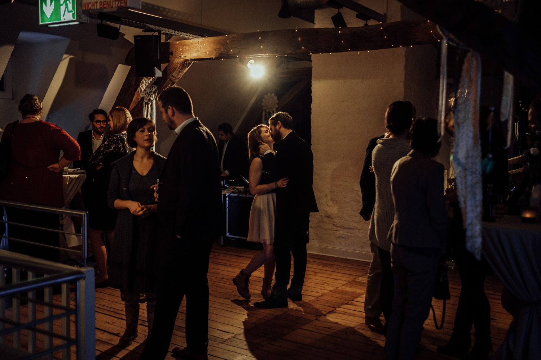 Hochzeitsfotos-Aachen-Hochzeitsfotograf-Aachen-Köln-NRW-Bonn-Top-Hochzeitsfotografen-Reportage-Gleichgeschlechtlich-Winterhochzeit-Kevin Biberbach-KEVIN Fotografie-172.jpg