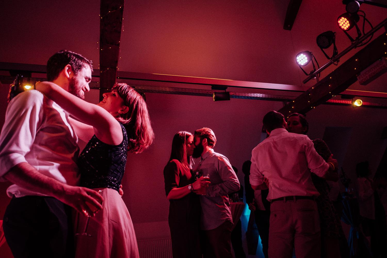 Hochzeitsfotos-Aachen-Hochzeitsfotograf-Aachen-Köln-NRW-Bonn-Top-Hochzeitsfotografen-Reportage-Gleichgeschlechtlich-Winterhochzeit-Kevin Biberbach-KEVIN Fotografie-191.jpg