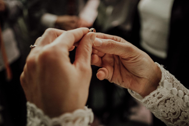 Hochzeitsfotos-Hochzeitslocation-Würzburg-Hochzeitsfotograf-Aachen-Köln-NRW-Bonn-Top-Hochzeitsfotografen-Reportage-Storytelling-Preise-Kevin Biberbach-KEVIN Fotografie-02.jpg