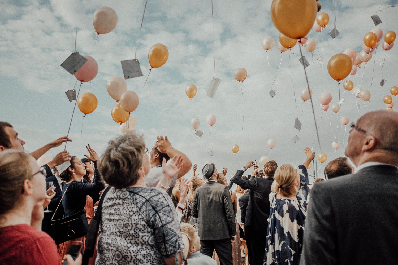 Hochzeitsfotos-Hochzeitslocation-Würzburg-Hochzeitsfotograf-Aachen-Köln-NRW-Bonn-Top-Hochzeitsfotografen-Reportage-Storytelling-Preise-Kevin Biberbach-KEVIN Fotografie-30.jpg