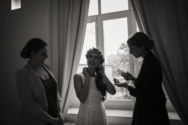 Braut beim Getting-Ready