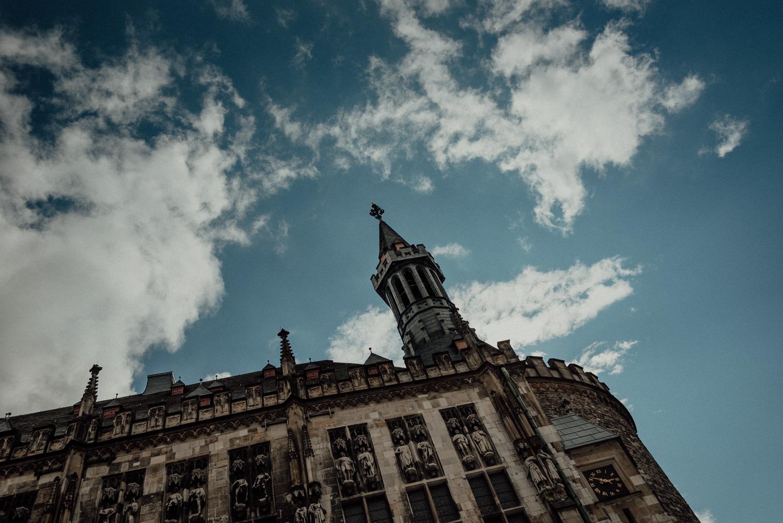 Authentische standesamtliche Trauung im weißen Saal des Rathauses Aachen