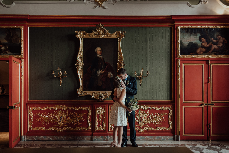 Romantisches Paar-Shoot nach standesamtlicher Trauung im weißen Saal, Rathaus Aachen