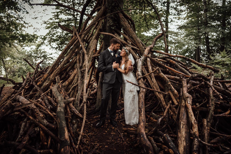 Hochzeitsreportage-NRW-Waldhochzeit-Lua Pauline-Aachen-Hochzeitsfotograf-freie Trauung-Köln-NRW-Bonn-Top-Hochzeitsfotografen-natürliche Bilder-Heiraten im Grünen-Kevin Biberbach-KEVIN Fotografie-081.jpg