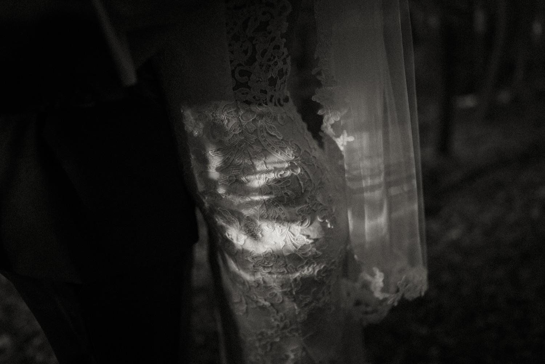 Hochzeitsreportage-NRW-Waldhochzeit-Lua Pauline-Aachen-Hochzeitsfotograf-freie Trauung-Köln-NRW-Bonn-Top-Hochzeitsfotografen-natürliche Bilder-Heiraten im Grünen-Kevin Biberbach-KEVIN Fotografie-088.jpg