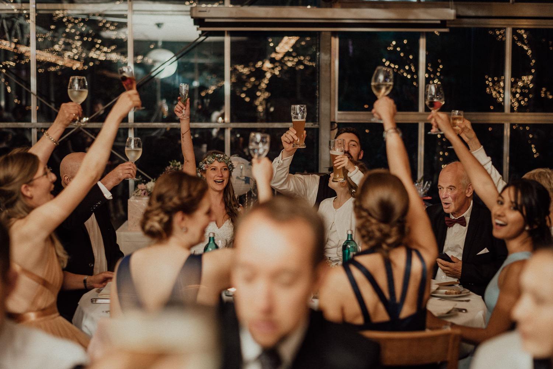 Hochzeitsreportage-NRW-Waldhochzeit-Lua Pauline-Aachen-Hochzeitsfotograf-freie Trauung-Köln-NRW-Bonn-Top-Hochzeitsfotografen-natürliche Bilder-Heiraten im Grünen-Kevin Biberbach-KEVIN Fotografie-107.jpg
