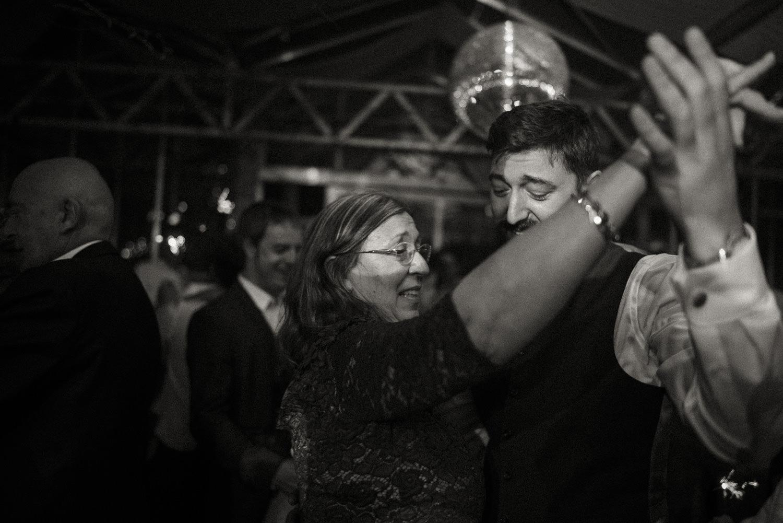 Hochzeitsreportage-NRW-Waldhochzeit-Lua Pauline-Aachen-Hochzeitsfotograf-freie Trauung-Köln-NRW-Bonn-Top-Hochzeitsfotografen-natürliche Bilder-Heiraten im Grünen-Kevin Biberbach-KEVIN Fotografie-129.jpg