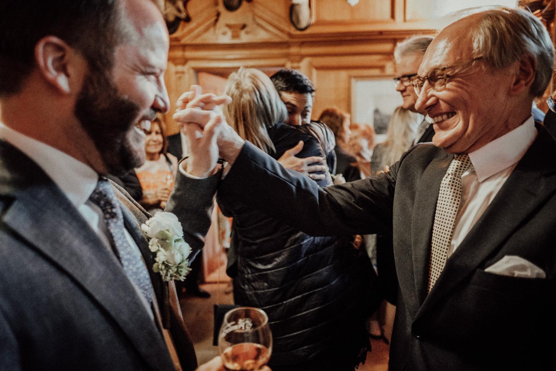 Hochzeitsfotos-Lech am Arlberg-Hochzeitsfotograf-Voralberg-Hochzeitslocation Villa Maund - Hochzeit Aachen Köln NRW Bonn -Hochzeitsfotograf Österreich-Gleichgeschlechtlich-Berghochzeit-Kevin Biberbach-181.jpg