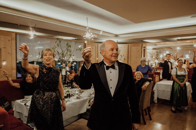Hochzeitsfotos-Lech am Arlberg-Hochzeitsfotograf-Voralberg-Hochzeitslocation Villa Maund - Hochzeit Aachen Köln NRW Bonn -Hochzeitsfotograf Österreich-Gleichgeschlechtlich-Berghochzeit-Kevin Biberbach-277.jpg