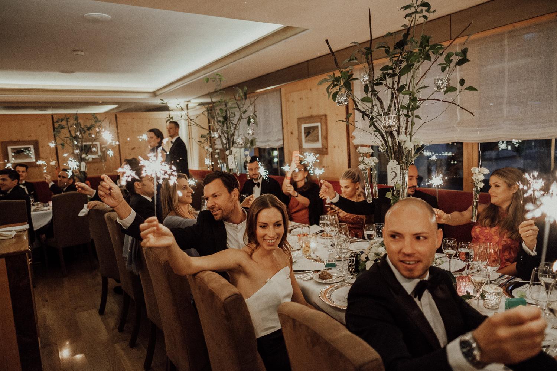 Hochzeitsfotos-Lech am Arlberg-Hochzeitsfotograf-Voralberg-Hochzeitslocation Villa Maund - Hochzeit Aachen Köln NRW Bonn -Hochzeitsfotograf Österreich-Gleichgeschlechtlich-Berghochzeit-Kevin Biberbach-273.jpg