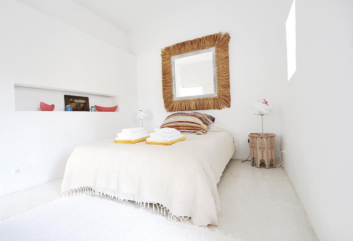 cocoon Queen bed2.jpg