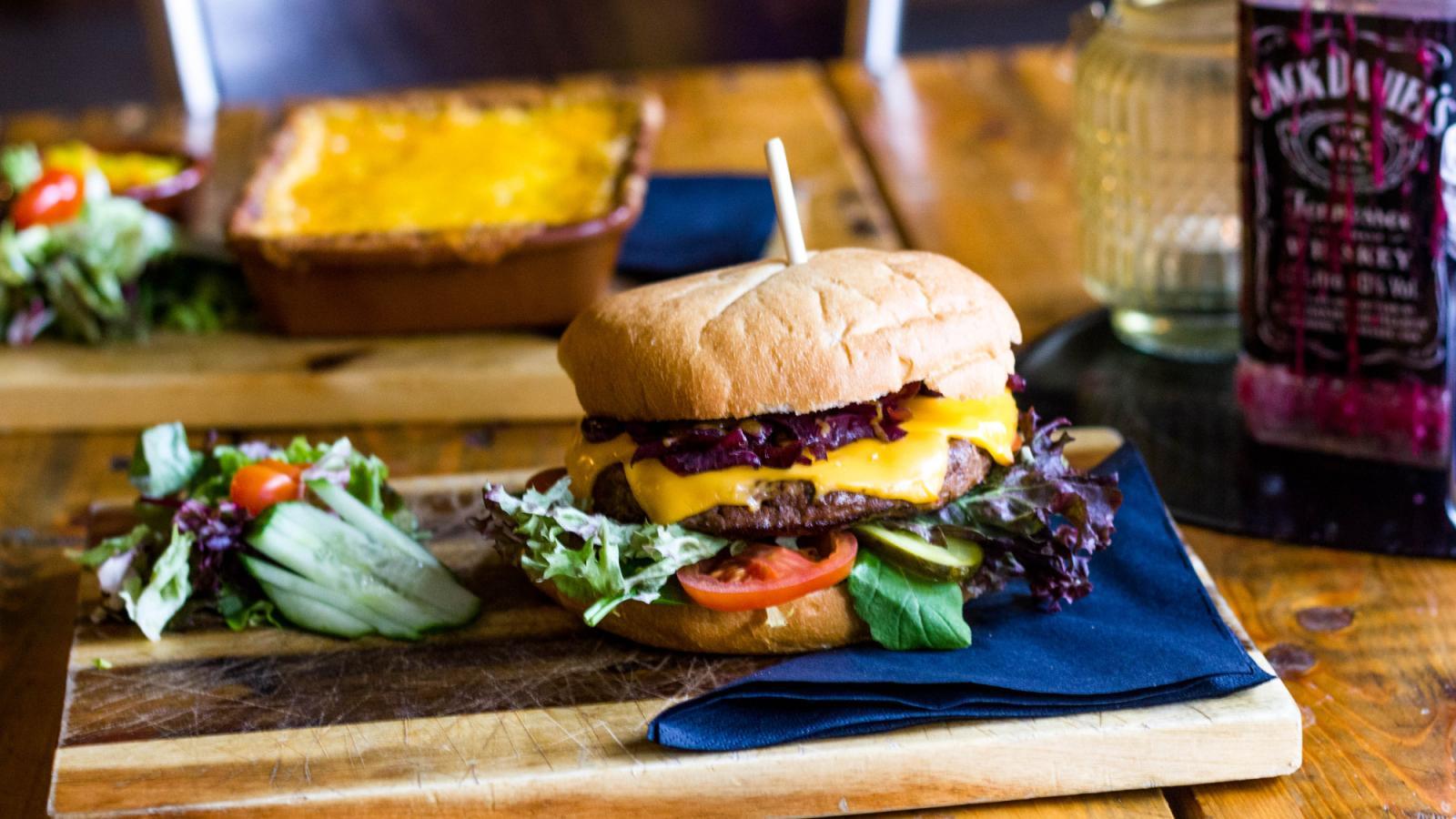 blue-collar-hotel-eindhoven-hotelbar-hamburger.jpg