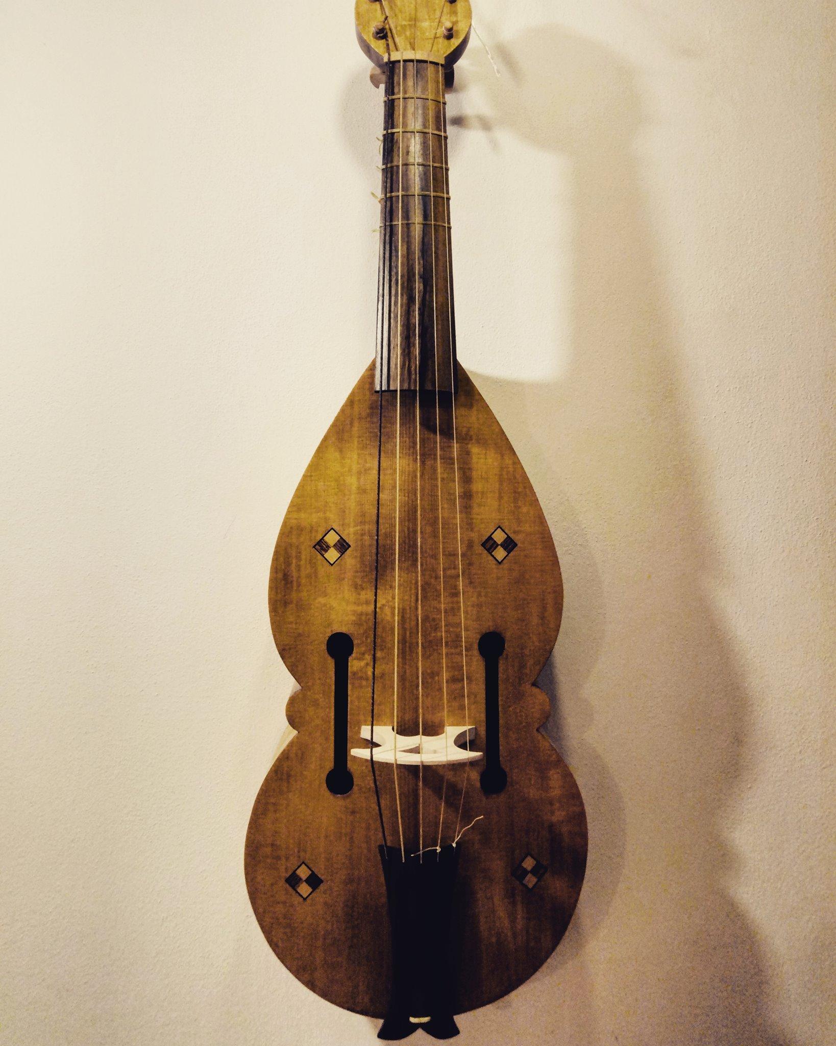 King David Tenor Fiddle  54 cm string length All-gut stringing  €1400