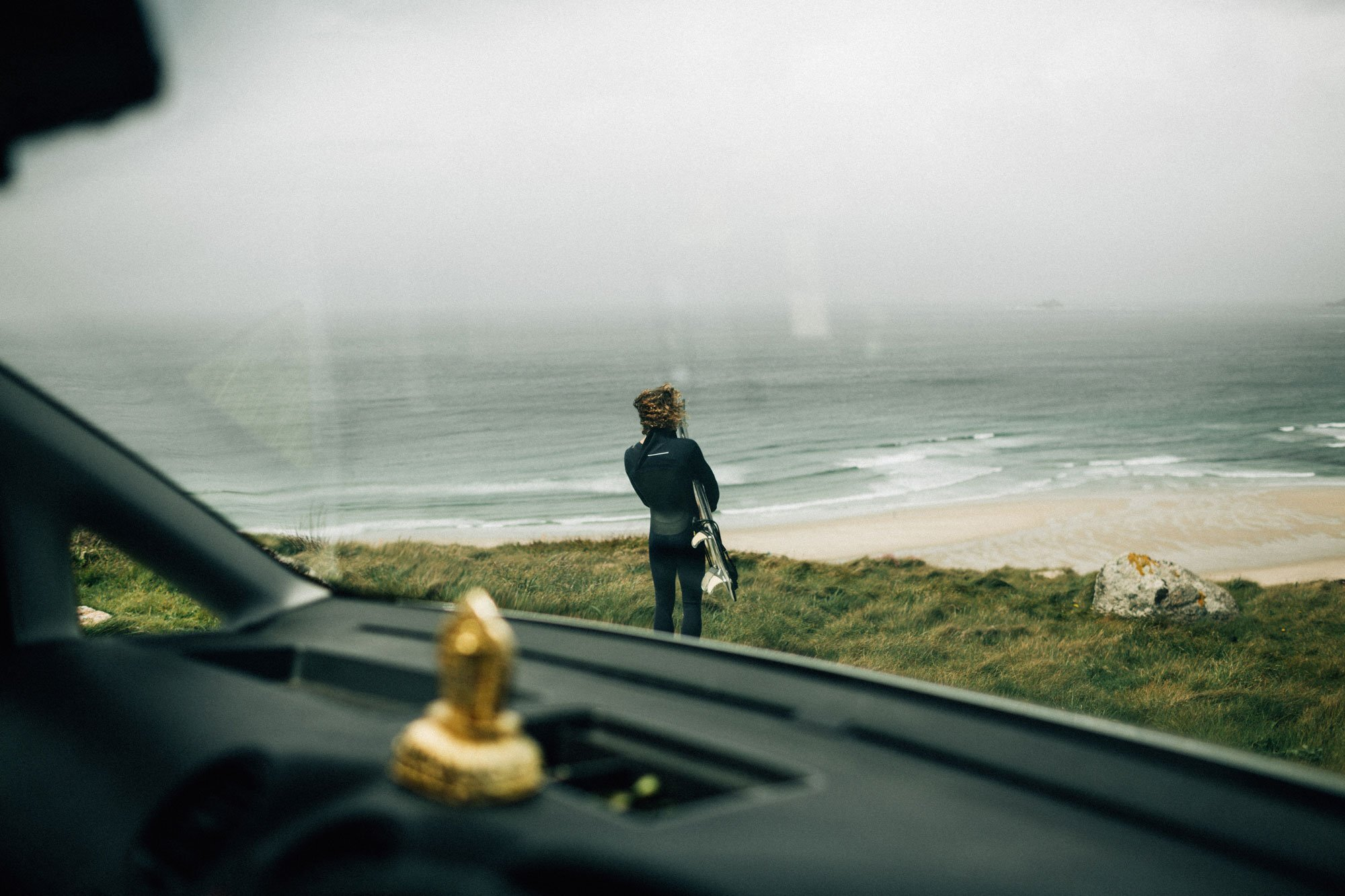 Pete-Geall-Getting-ready-to-surf-sennen.jpg