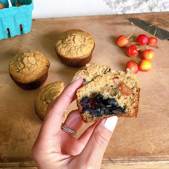 cherry + blueberry muffins that are true to my #puremichigan roots 🍒 ✋🏼 #recipe 1 cup oats  2 scoops vanilla protein (I used @ollynutrition brand)  1 c milk of choice  2 eggs  1 tsp baking soda  A healthy dash of vanilla  2 frozen bananas  Dash of cinnamon + dash of salt  Blend it up until smooth, add in blueberry and diced cherries after blending (got both of these from the fabulous @wickerpark_farmersmarket 🙌🏻) Pour into muffin tin 3/4 full  Bake at 390 for around 20 minutes #detroitbrusselsharder . . . . . #chicago #healthybreakfast #healthyish #chitownfoodies #realsimple #glutenfree #f52grams #fitfood #huffposttaste #easyrecipe #thefeedfeedbaking #wellandgoodeats #mykitchn #forksoverknives #beautifulcuisines #instafood #thenewhealthy #eatclean #realfood #michiganfoodie #veganrecipes #goodmoodfood