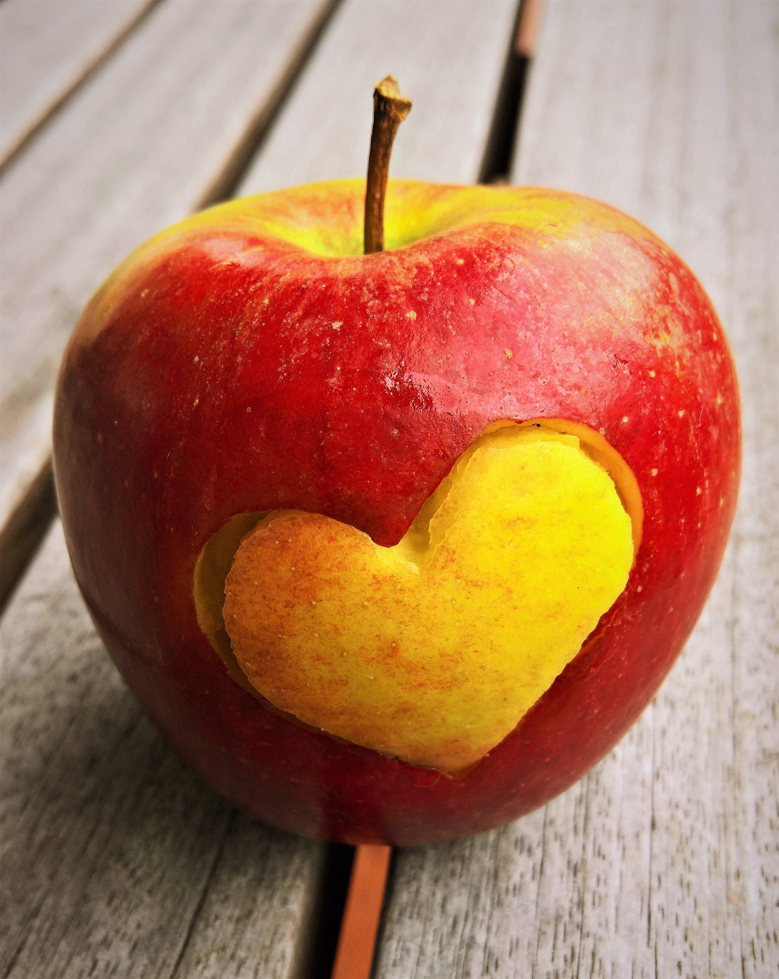 apple-bright-close-up-416443.jpg