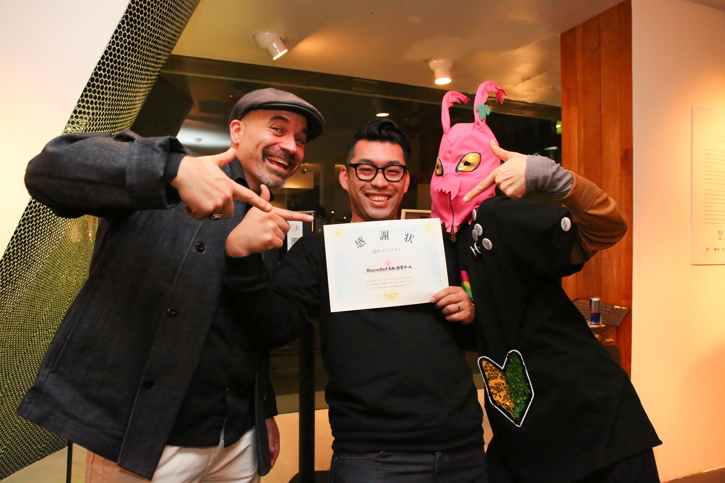 Blossom Blast show March 8 2017 at UltraSuperNew Gallery  TGT is giving the certificate to Blossom Blast企画・運営チーム.  photo by Maiko Miyagawa