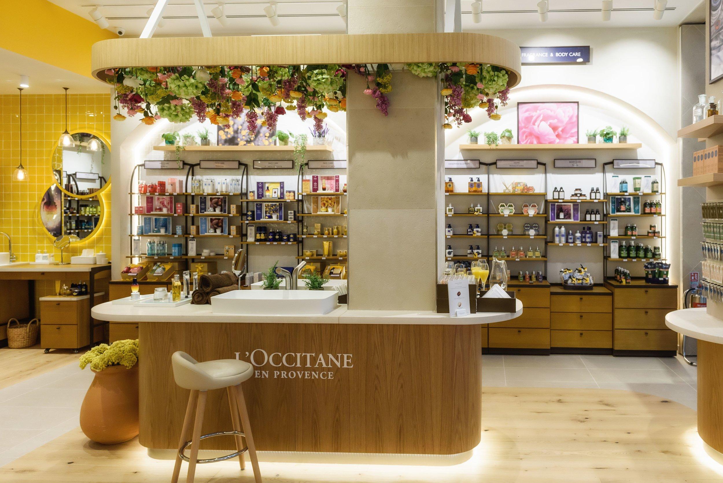 So Visualise.Flower installation.L'Occitane .jpg