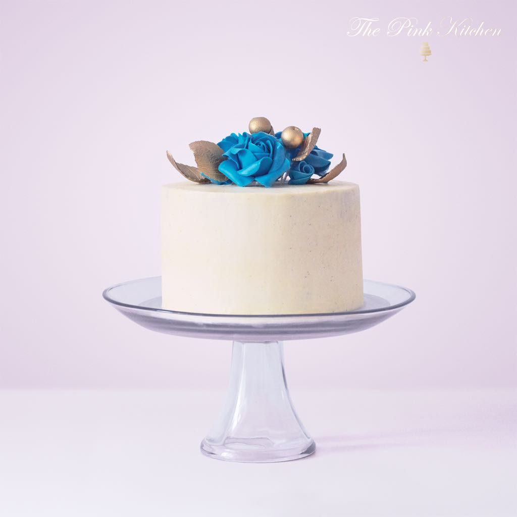 BLUE ROSES AND GOLD CAKE
