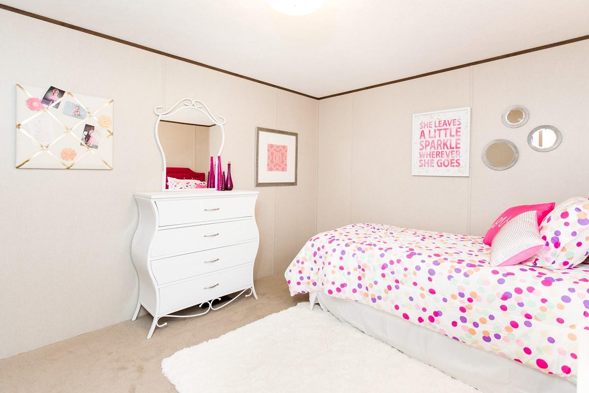 Manufactured-BLISS-42TRU14562AH-Bedroom-20180516-0922562805000.jpg