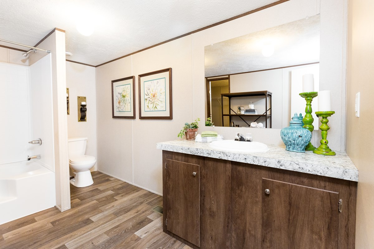 Manufactured-THRILL-21TRU28563RH-Master-Bathroom-20170323-1523083497126.jpg
