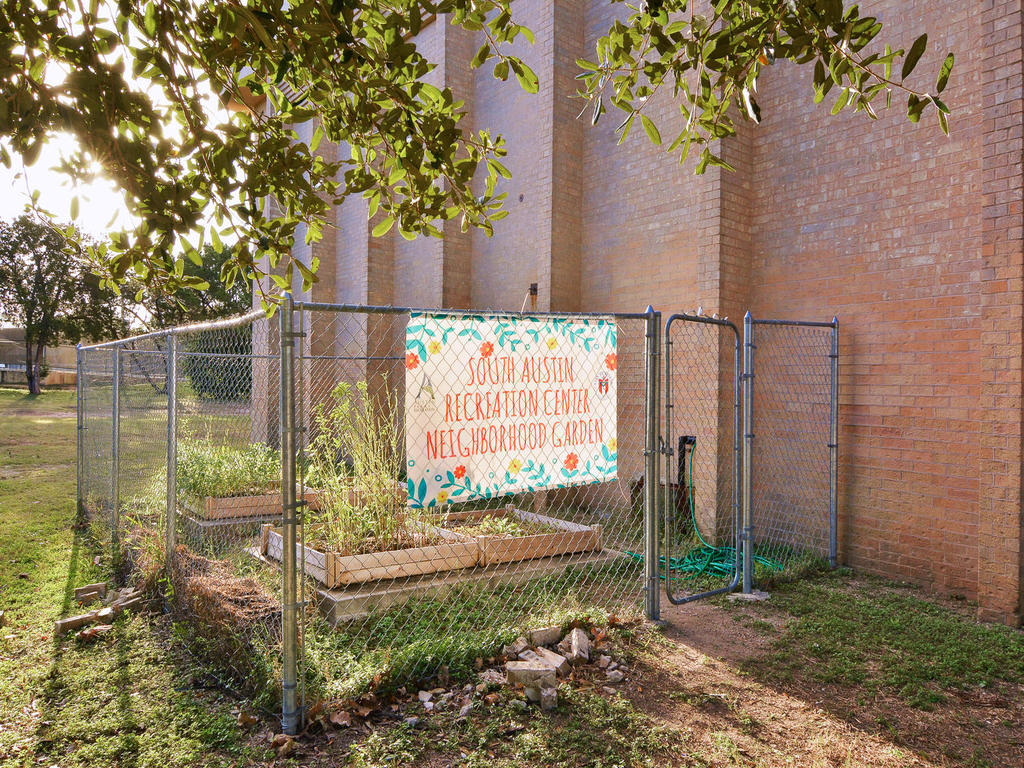 1 Main St-MLS_Size-031-47-South Austin Recreation Center-1024x768-72dpi.jpg