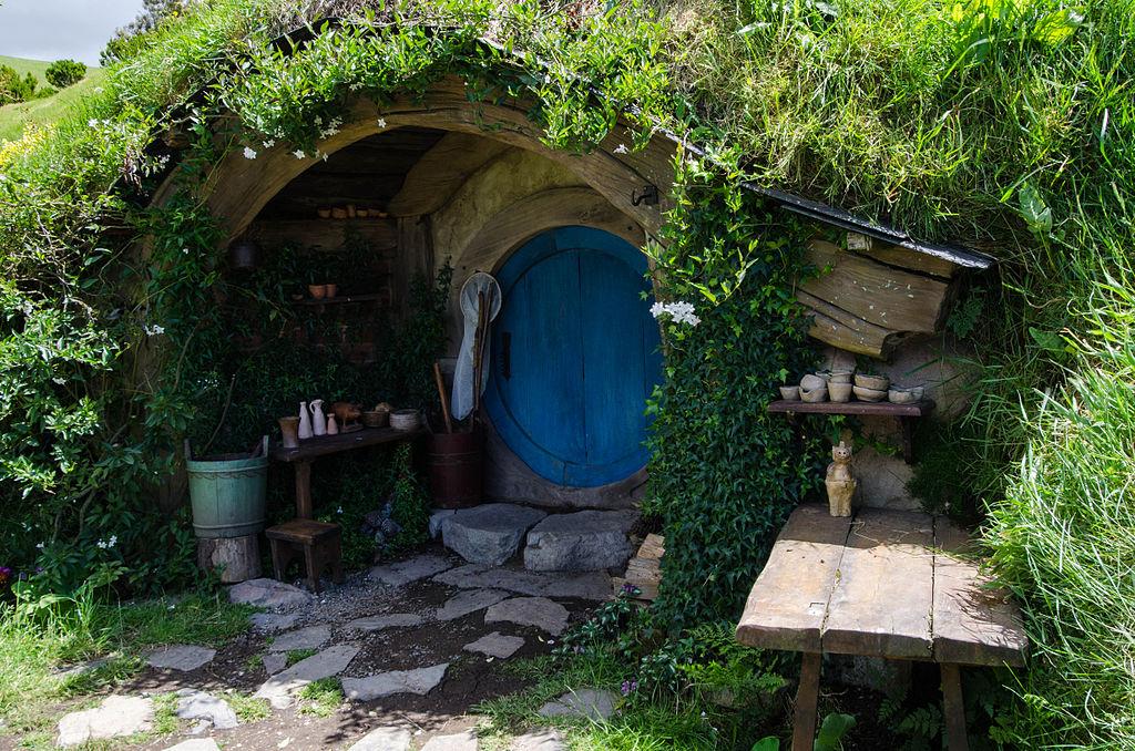 1024px-Hobbit_Hole.jpg
