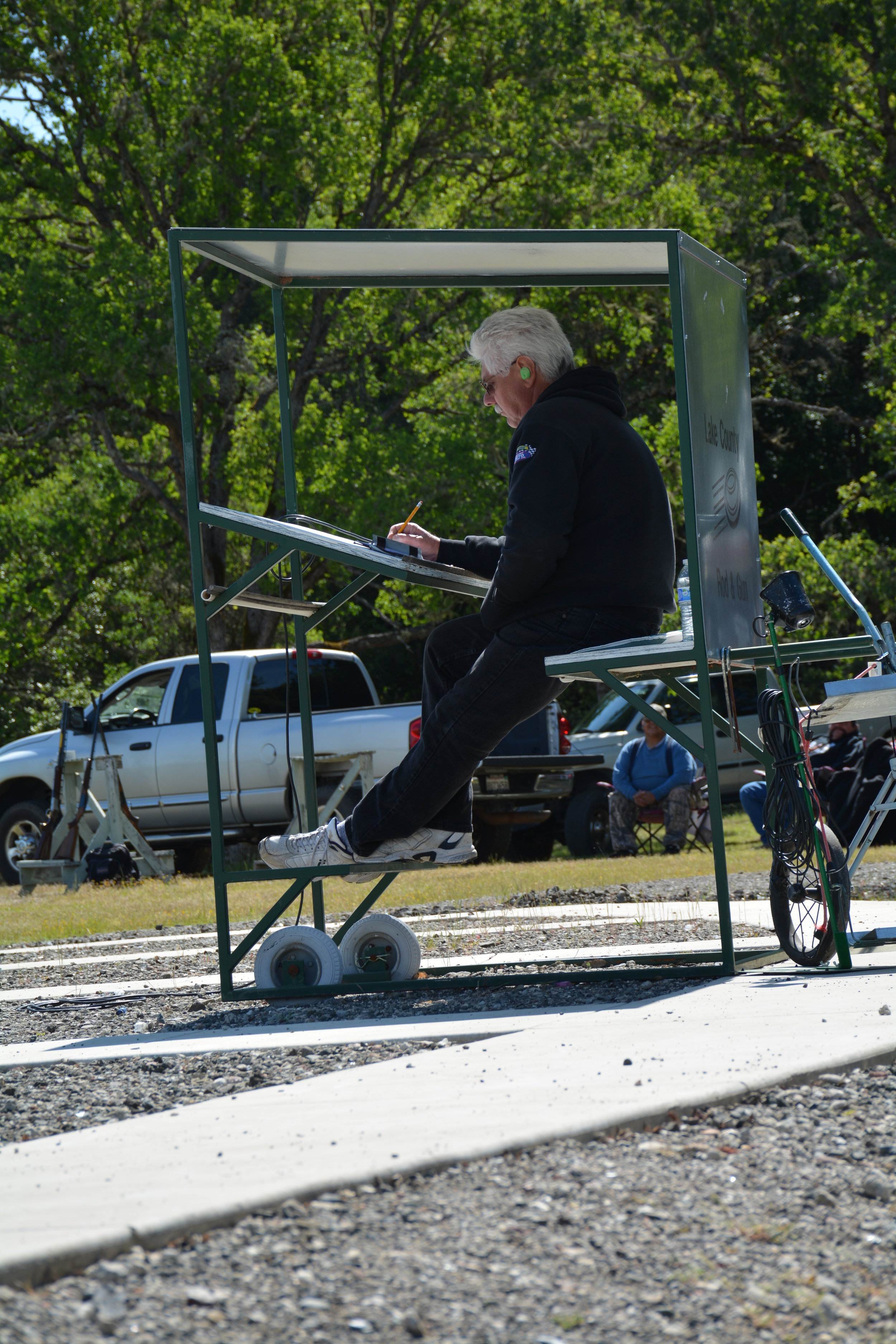 The tireless job of a score keeper during a Round Robin