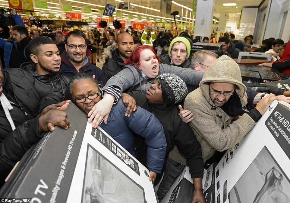 People-fighting-over-TVs-during-Black-Friday.jpg
