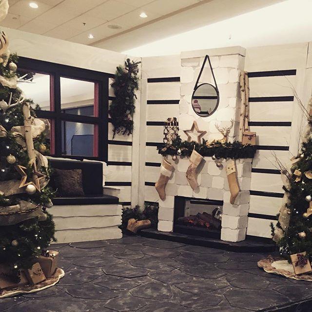 En attendant le Père Noël 🎅🏽 #christmas #royaumeduperenoel #commercialdecor